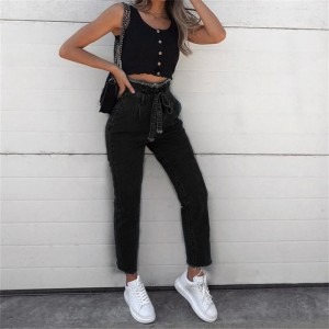 Loose High-Waist Jeans With Belt